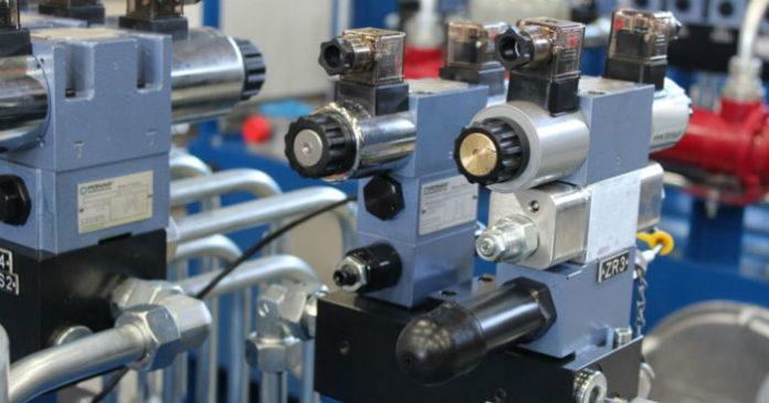 Jakie wyróżniamy grupy zaworów hydraulicznych?