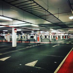 Ściana ogniowa dla bezpieczeństwa wszystkich użytkowników parkingu wielopoziomowego